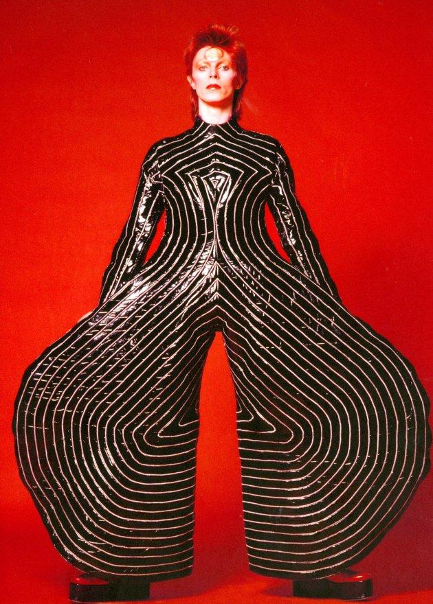 1-Macacão-usado-na-turnê-de-Aladdin_Sane_em_1973_Cortesia-The-David-Bowie-Archive-Imagem-©-Victoria-and-Albert-Museum